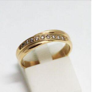 кольцо обручальное с рядом камней